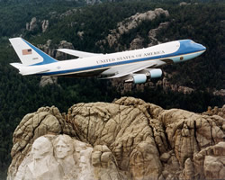 air force one flying over mount rushmore