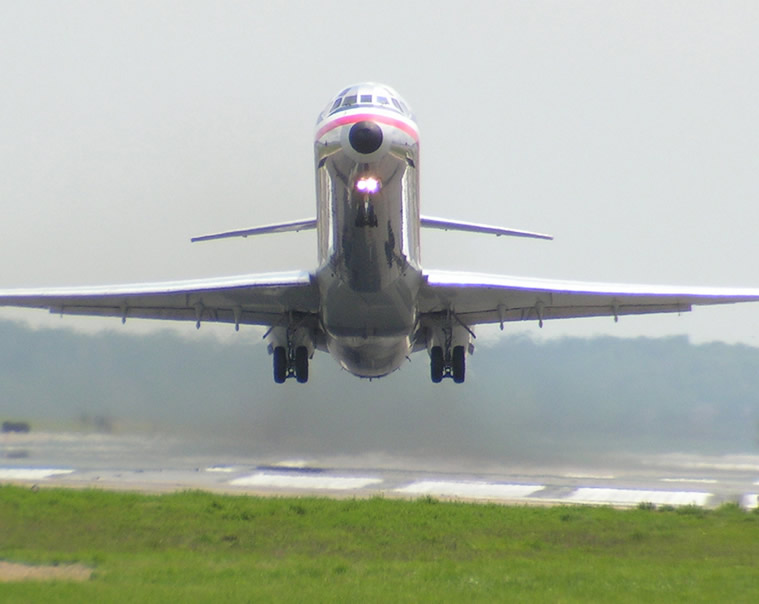 DC-9 Takeoff Photo