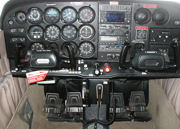 cessna 172 cockpit interior picture