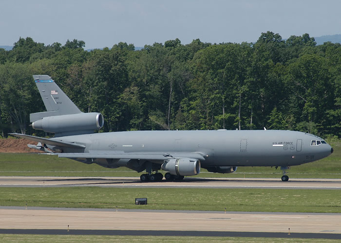 Kc-10 Landing with slats down and engine reverse