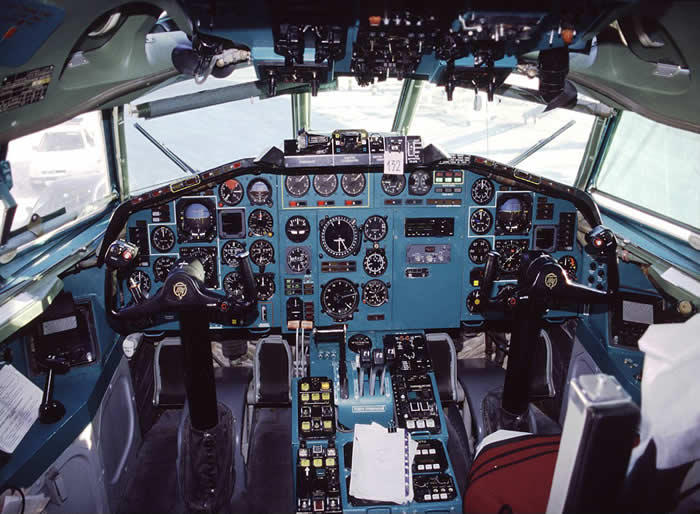 Tupolev 154 Russian airliner cockpit photo