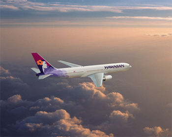 hawaiian airlines 767 flying over the pacific ocean to honolulu