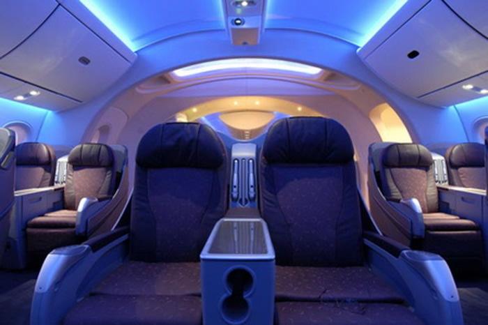 Dreamliner boeing 787 detailed review aviation for Interior 787 dreamliner