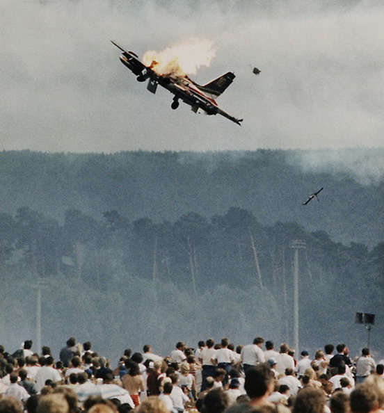 air show crash disaster picture