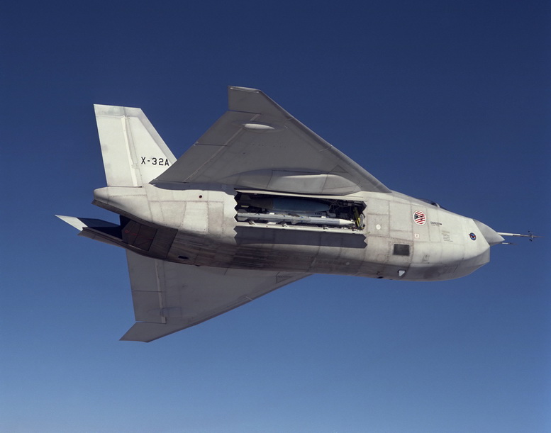 boeing x-32 weapons bay open