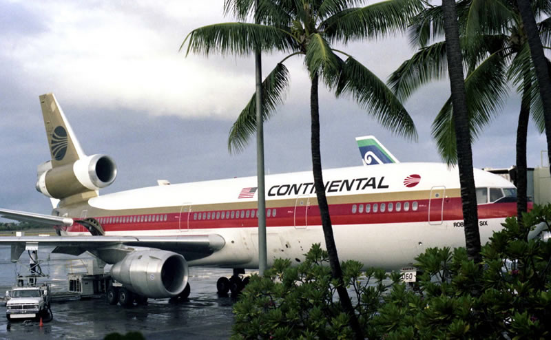 continental airlines dc-10 in hawaii