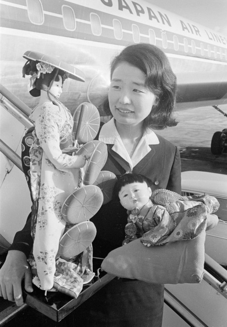 flight attendant japan airlines